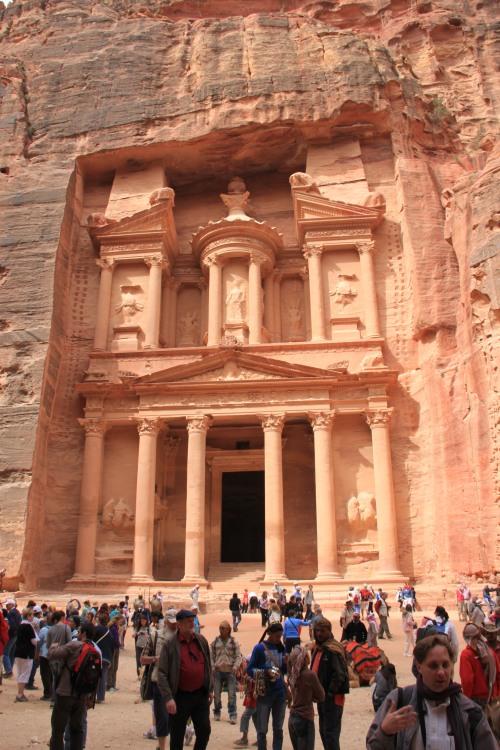 Khazne al-Firaun, die Schatzkamme des Pharaos: Wer kennt es nicht? 40 m hoch und 25 m breit in einen riesigen Felsen gehauen - der Wahnsinn!